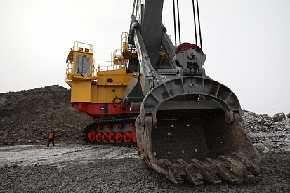 Excavator at work in Yakutugol's operations area